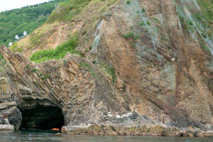 洞窟 の クルーズ 龍宮 青 小樽