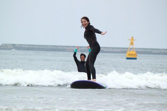 サンサーフ (東海村(那珂郡) サーフィン体験)の「【茨城・サーフィン体験】波に乗るって、気持ちいい!ビギナー向け体験レッスン」の画像