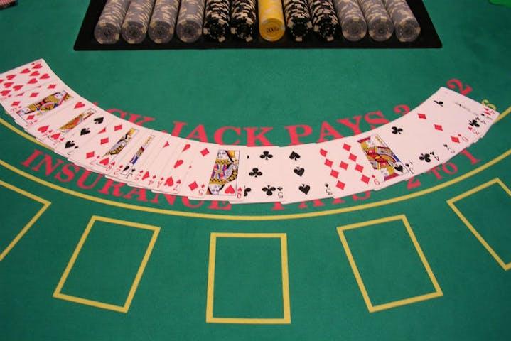 お台場・カジノバー・フリータイム】自由に遊べるスタイルで、カジノを満喫!スタンダードコース|アソビュー!
