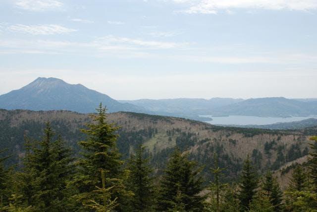 木禽岳から望む雄阿寒岳と阿寒湖
