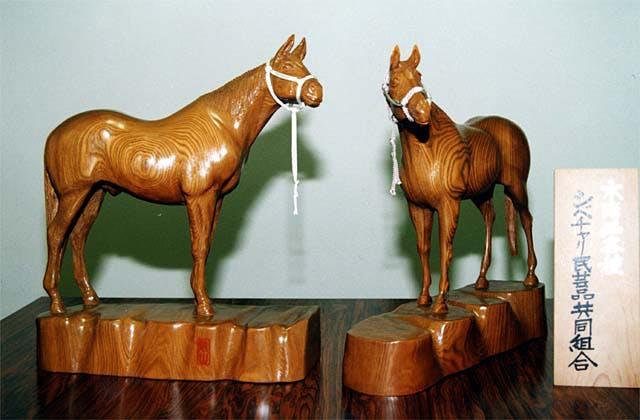 馬の木彫り