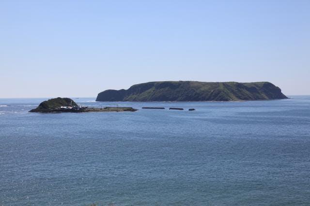 展望台から望む小島・大黒島