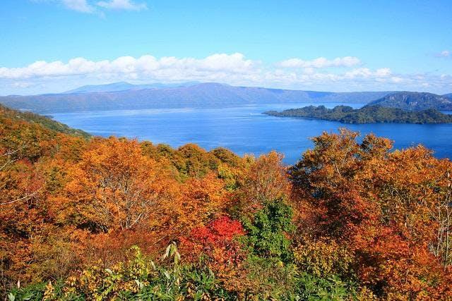 紫明亭から紅葉の十和田湖