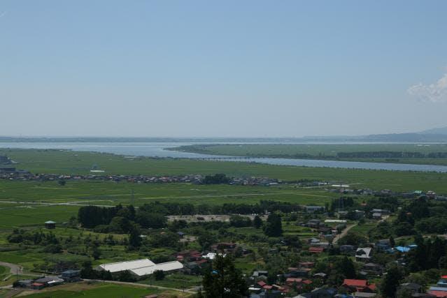 浦城から八郎湖を望む