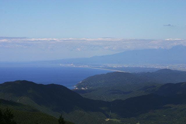 温海岳山頂から見る日本海