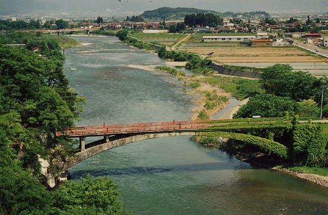 臥龍橋と奇岩