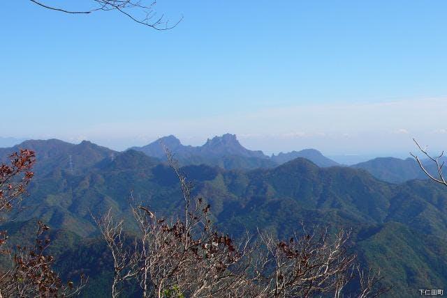 山頂から妙義山