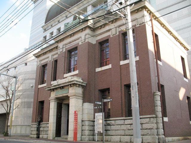 大正時代の銀行建築を利用したエントランス
