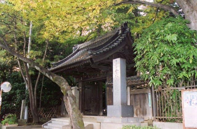 泉龍寺山門