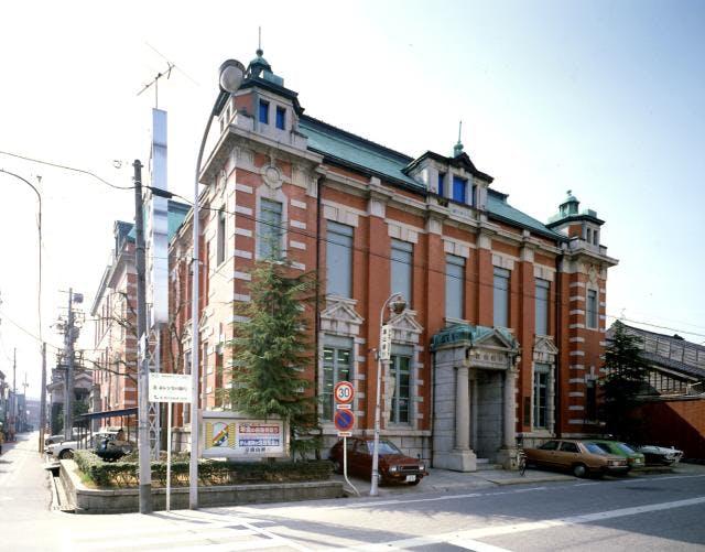 赤レンガの銀行