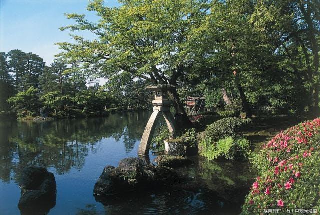 ことじ灯籠(春)
