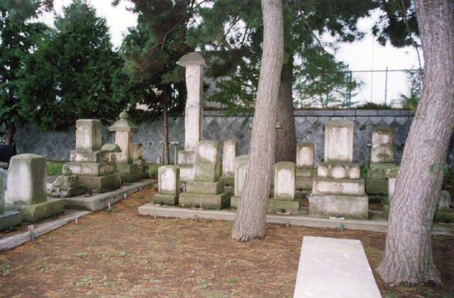 串茶屋遊女の墓