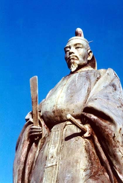 前田利常銅像