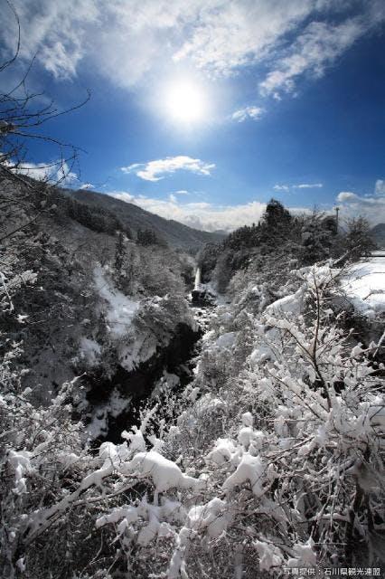 雪の綿ヶ滝