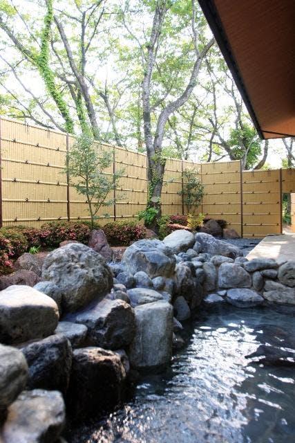 里山の湯露天風呂