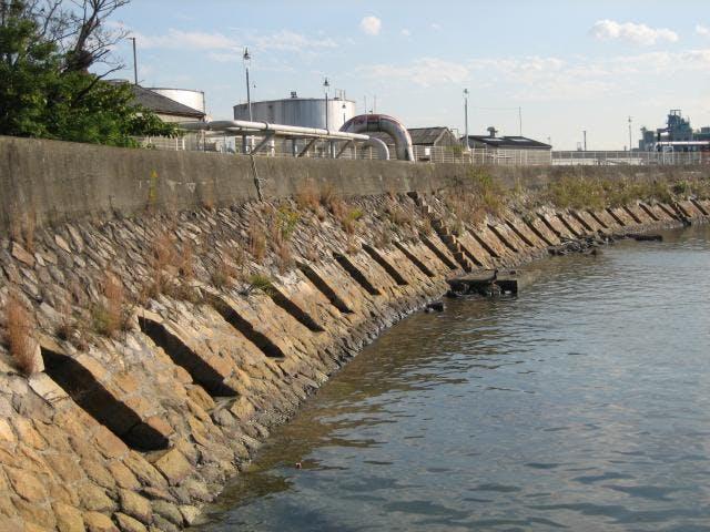 潮吹き防波堤
