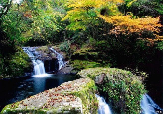 荷担滝の秋