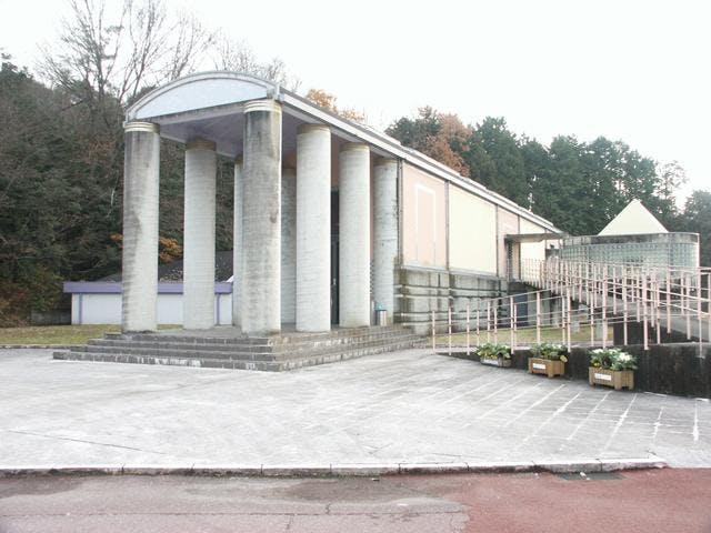 岡之山美術館