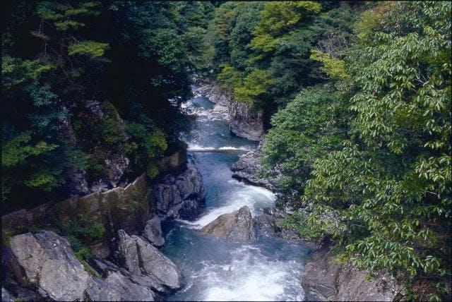 だるま石渓谷