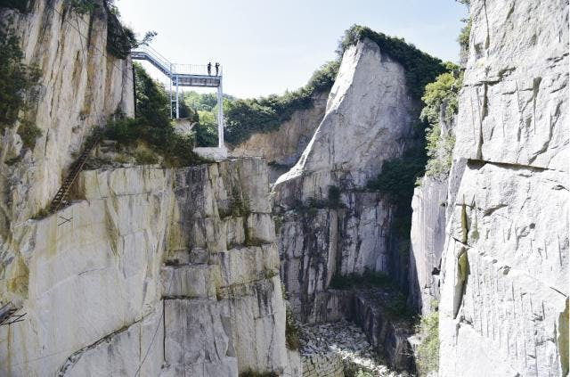 石切りの渓谷展望台