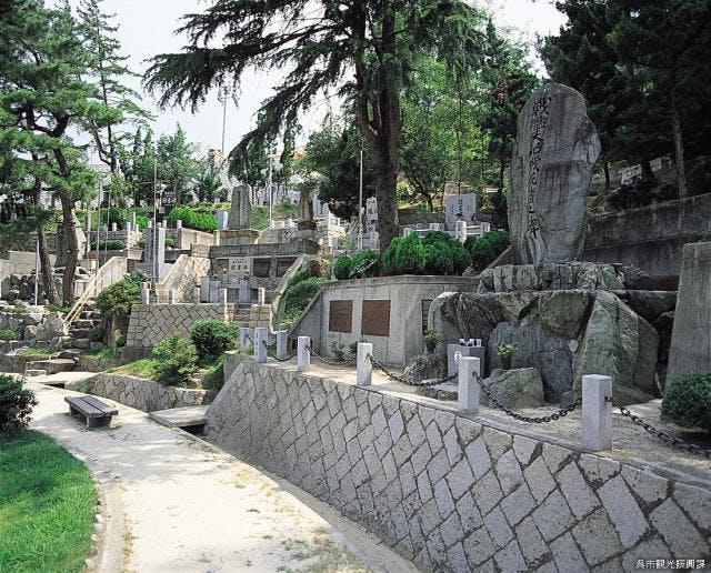 旧海軍墓地