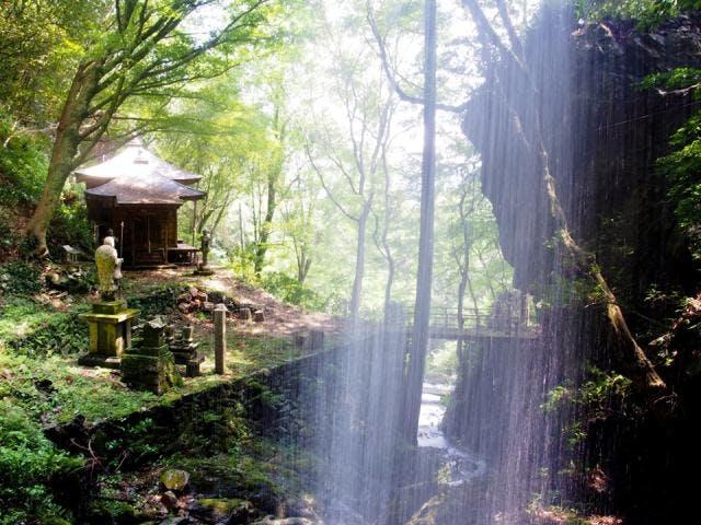 不動の滝(裏見の滝)