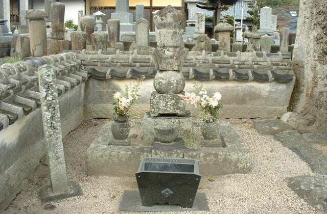 母里太兵衛の墓