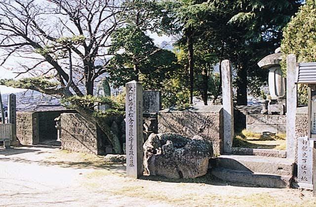 板倉内膳正重昌の墓