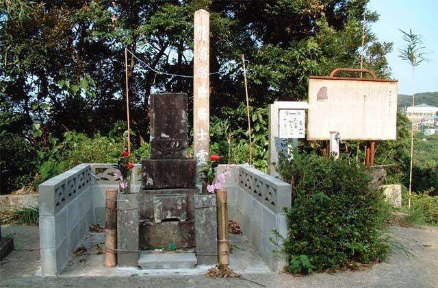 河合曽良の墓