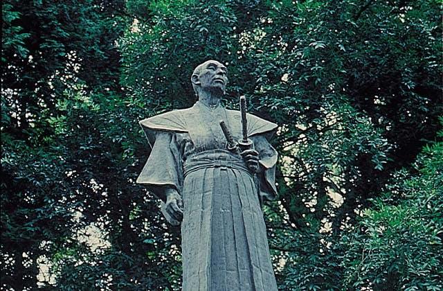 横井小楠の墓碑及び銅像