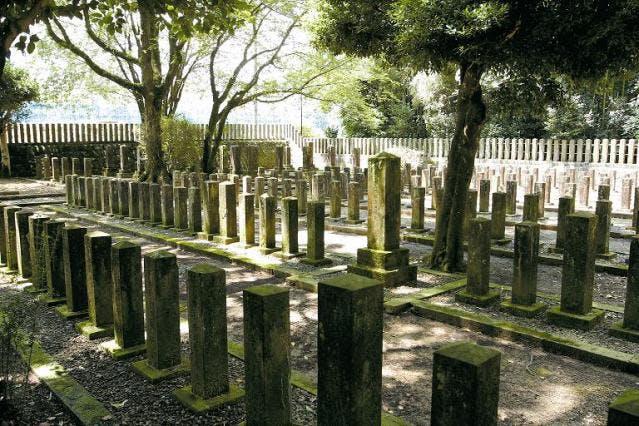 七本官軍墓地