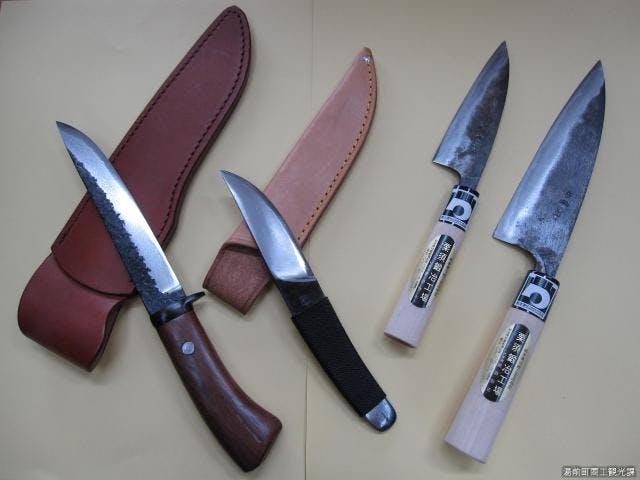 手打ち刃物:左2本が上米良鍛冶屋