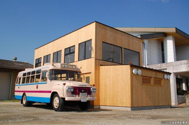 ボンネットバスと車庫