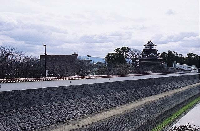 城壁型の堤防