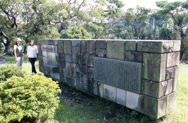 和田英作画伯碑