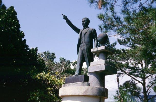 当山久三の銅像