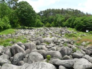 久井の岩海