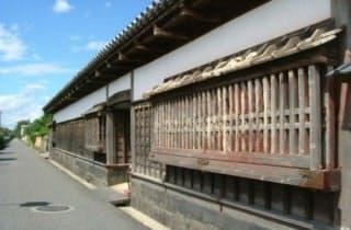 旧周布家長屋門