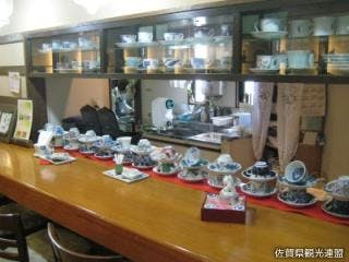 喫茶コーナーでは50種以上ある珈琲碗の中から好きな器を選んで